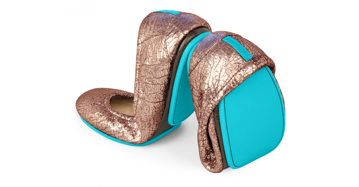 For some time now, I've seen Rothys mentioned quite a few times as an equally comfortable alternative to Tieks leather flats. Similar to Tieks, Rothy's come in a variety of colors and more interestingly are made from recycled plastic bottles.